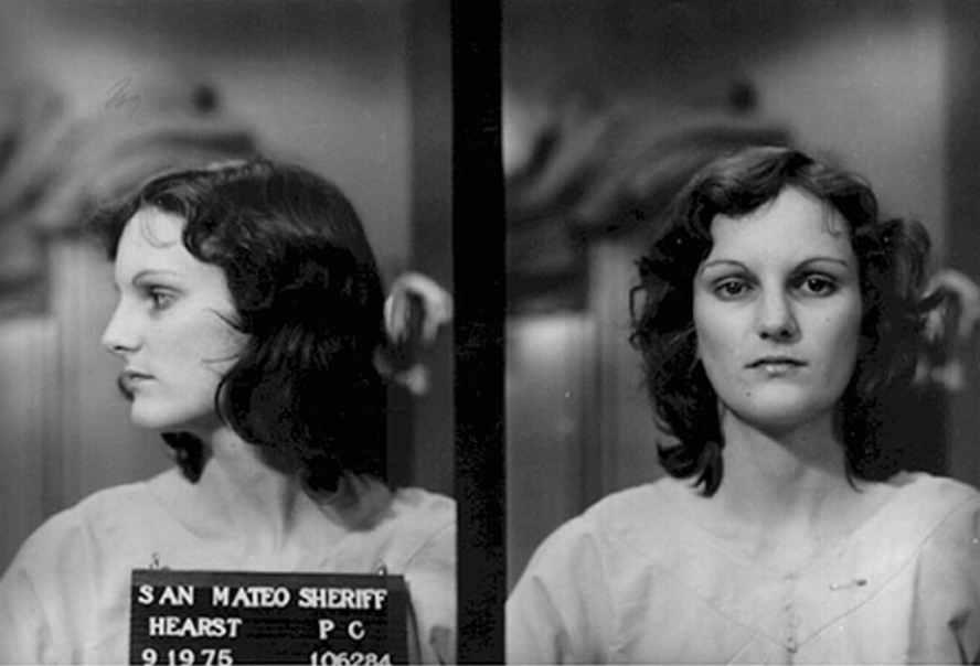 Photo d'identité judiciaire de Patty Hearst, 1975